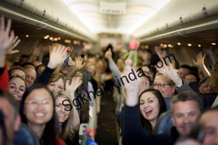 plane8 cc661096abf73700a57dd6e32bfde283.today inline large - Couple weds midflight so mom with stage 4 cancer can attend