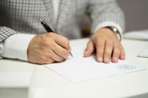 sozlesme 1621193364 300x200 - İşçiye sürekli belirli süreli iş sözleşmesi imzalatılması